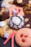 板材用曲奇饼和姜饼特写镜头 免版税库存图片