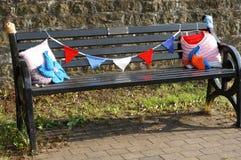 板条做的黑长凳妇女学院毛线轰炸 图库摄影