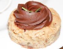 极为愉快鲜美巧克力果子坚果茶蛋糕 图库摄影
