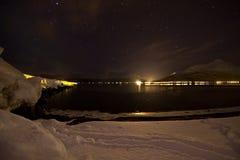 极光轻的北超出海运弱的冬天 免版税图库摄影
