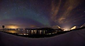 极光轻的北超出海运弱的冬天 免版税库存照片