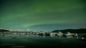 极光Borealis在Jokulsarlon冰川盐水湖冰岛 影视素材