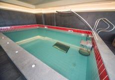 极可意浴缸在一家五星旅馆的温泉中心在Kranevo,保加利亚 免版税库存照片