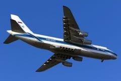 极大的安-124着陆 库存图片