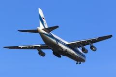 极大的安-124着陆 图库摄影