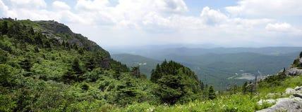 极大的山全景smokey 免版税图库摄影