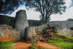 极大的津巴布韦废墟 免版税库存照片