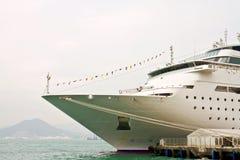 极大的港口停放的船 免版税库存图片