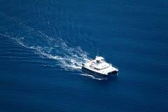 极大的游艇 免版税库存图片