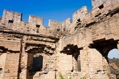 极大的被破坏的塔墙壁 免版税库存图片