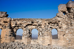 极大的被破坏的塔墙壁 库存图片