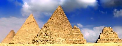 极大的金字塔,位于吉萨棉。 全景 图库摄影