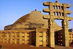 极大的sanchy stupa 免版税库存照片