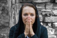 极悲痛的寡妇 免版税库存图片