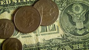 极端关闭在美金的不同的硬币 股票视频