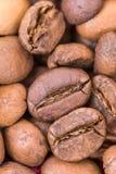 极端宏观咖啡豆背景 库存照片