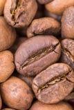 极端宏观咖啡豆背景 图库摄影