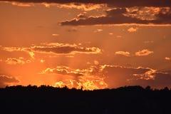 极端日落,难以置信的颜色 免版税图库摄影