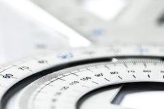 极端选择聚焦每一部分的银色精密测量 免版税库存图片