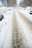 极端降雪-空的路 免版税库存图片