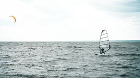 极端风筝搭乘在实时 夏天乐趣行动体育 股票视频