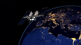 极端ISS -国际空间站轨道的地球的详细和现实高分辨率3D图象 射击从空间 免版税库存照片