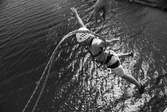 极端ropejumping 图库摄影