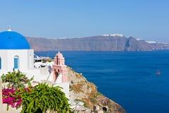 结构上教会cyclades覆以圆顶希腊海岛传统santorini的样式 免版税图库摄影