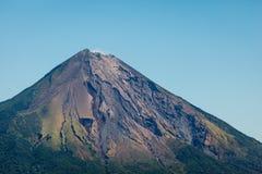 构想火山顶层的特写镜头在Ometepe海岛,尼加拉瓜的 免版税库存照片