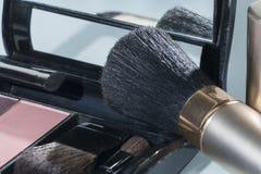 构成和化妆用品的刷子 库存照片