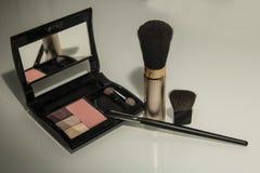 构成和化妆用品的刷子 库存图片