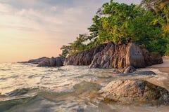 构成本质岩石海运日落 构成设计要素本质天堂 库存图片