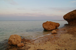 构成本质岩石海运日落 红海,埃及 库存图片