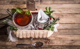 构成用在木背景的茶 免版税图库摄影