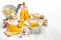 构成用蜂蜜和大蒜 库存图片