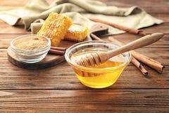 构成用蜂蜜和桂香 免版税库存图片