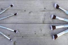 构成的电刷组在灰色桌上 免版税图库摄影