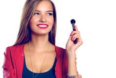 构成的年轻美丽的妇女举行在手中刷子 免版税库存照片