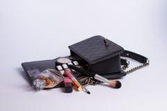 构成袋子和化妆用品 免版税库存图片