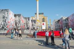 结构有历史的kyiv博物馆室外乌克兰 07 05 2017年 社论 在立场附近的人们与 免版税库存图片