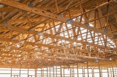 构筑的新的木建筑结构建筑 免版税图库摄影