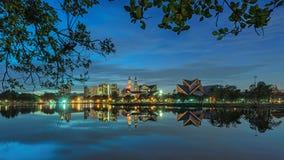构筑都市风景的反射 免版税库存图片