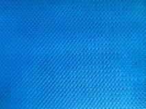 构造体操的,与小方形的陶瓷砖的样式的瑜伽蓝色橡胶不滑的席子 抽象背景异教徒青绿 免版税库存图片