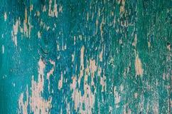 构造剥在一个木板的绿色油漆总体上构筑 免版税库存照片