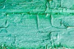 构造剥在一个木板的绿色油漆 免版税库存图片