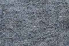 构造灰色花岗岩粗砺的未经治疗的自然石头有自然白色注入的背景 库存照片