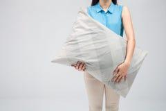 枕头俏丽的妇女 免版税图库摄影