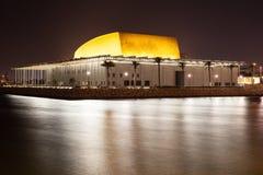 巴林国家博物馆在晚上 免版税库存照片