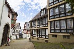 林堡省,德国,老中世纪镇狭窄的街道  免版税库存图片