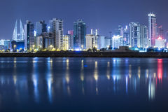 巴林夜间海景  免版税库存照片